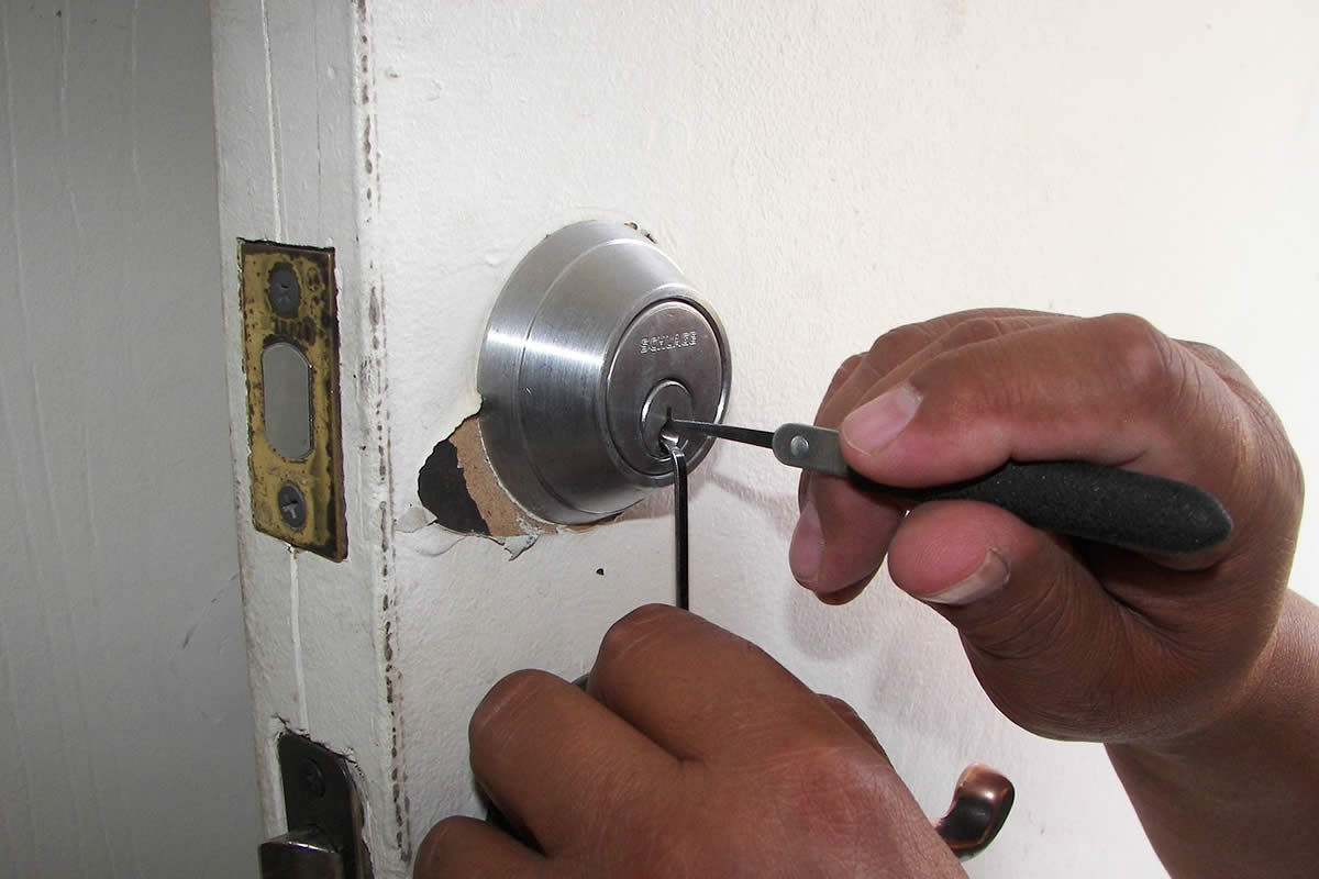 Why Hiring a Licensed Locksmith in Orlando Matters